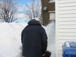 une chance que j'ai enlevé la neige avant! Img_3410