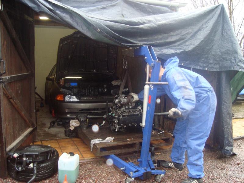 Sedan EH9: Nouveau moteur posé .  - Page 3 Dsc01417