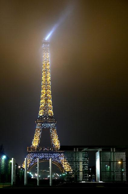Tour Eiffel dans le brouillard Eiffel11