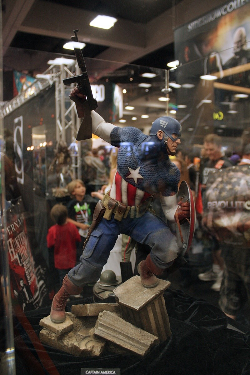 """CAPTAIN AMERICA """" ALLIED CHARGE ON HYDRA """" Premium format Img_4211"""