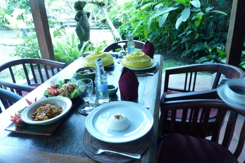 Bali, cuisine et décor P1030219