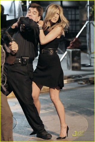 Jennifer Aniston de retour sur NBC Jennif10