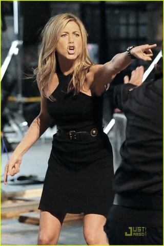 Jennifer Aniston de retour sur NBC Jennif11