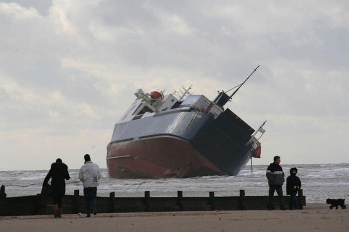 Accidents et tempêtes en mer : les news - Page 3 06_fer10
