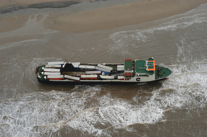 Accidents et tempêtes en mer : les news - Page 3 09_fer11