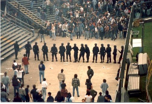 Les ultras et la police - Page 2 Ata-fi10