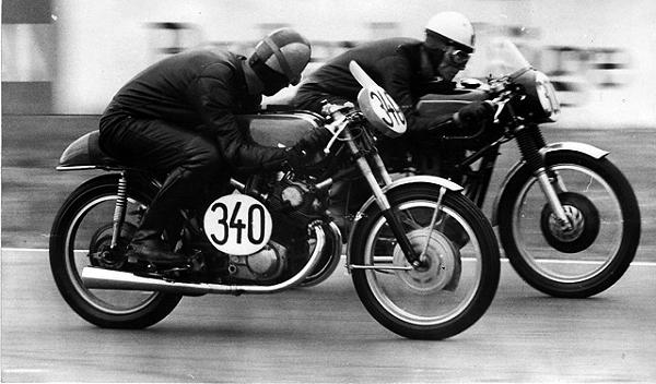 BELLE IMAGE : AU COUDE A COUDE.. 1966-h10