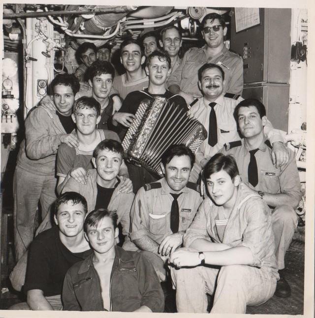 [Opérations diverses] ALBUM du CLEMENCEAU - Pacifique 1968 Equipa10