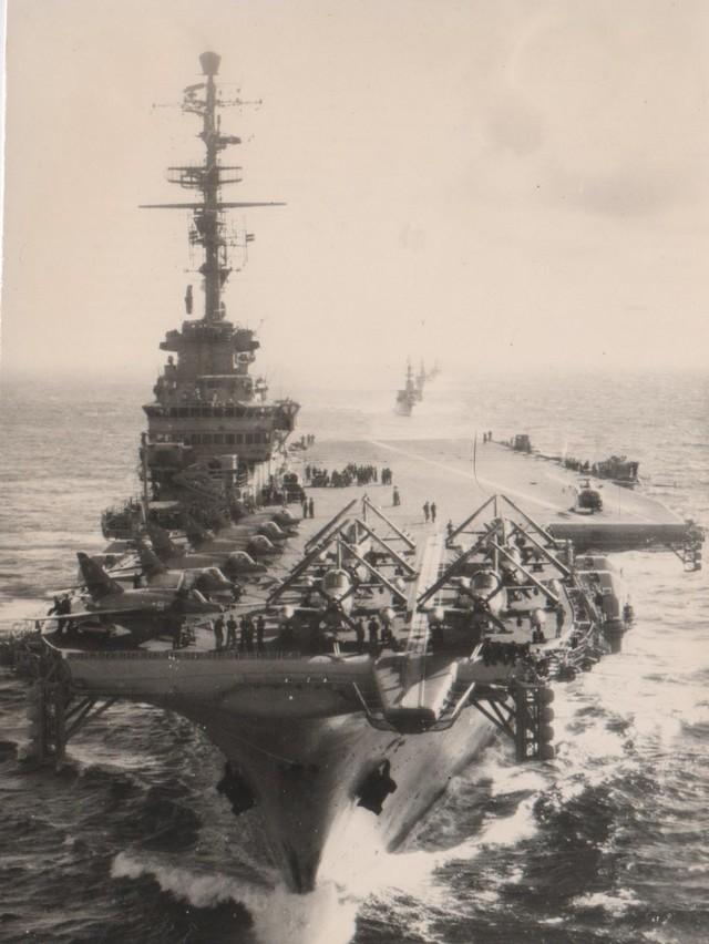 [Opérations diverses] ALBUM du CLEMENCEAU - Pacifique 1968 Force_10