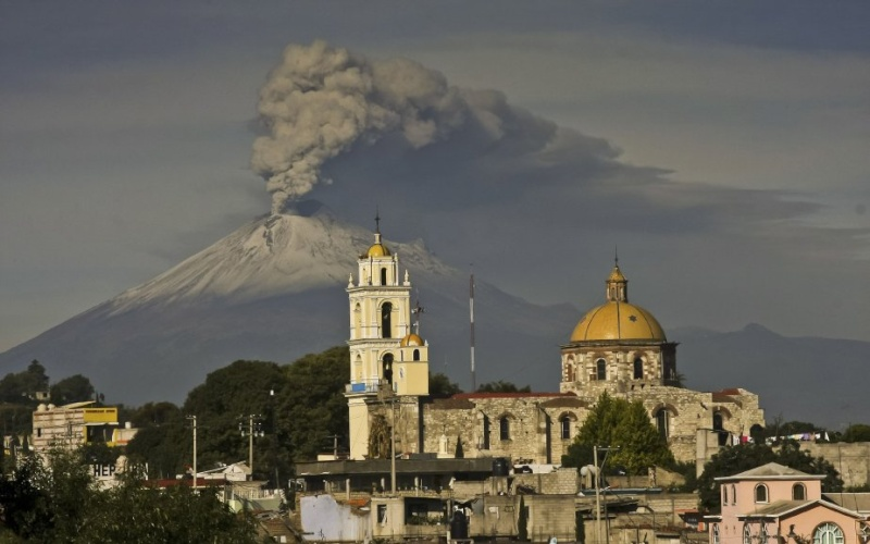 Le volcan Popocatepetl - Mexique 71484410