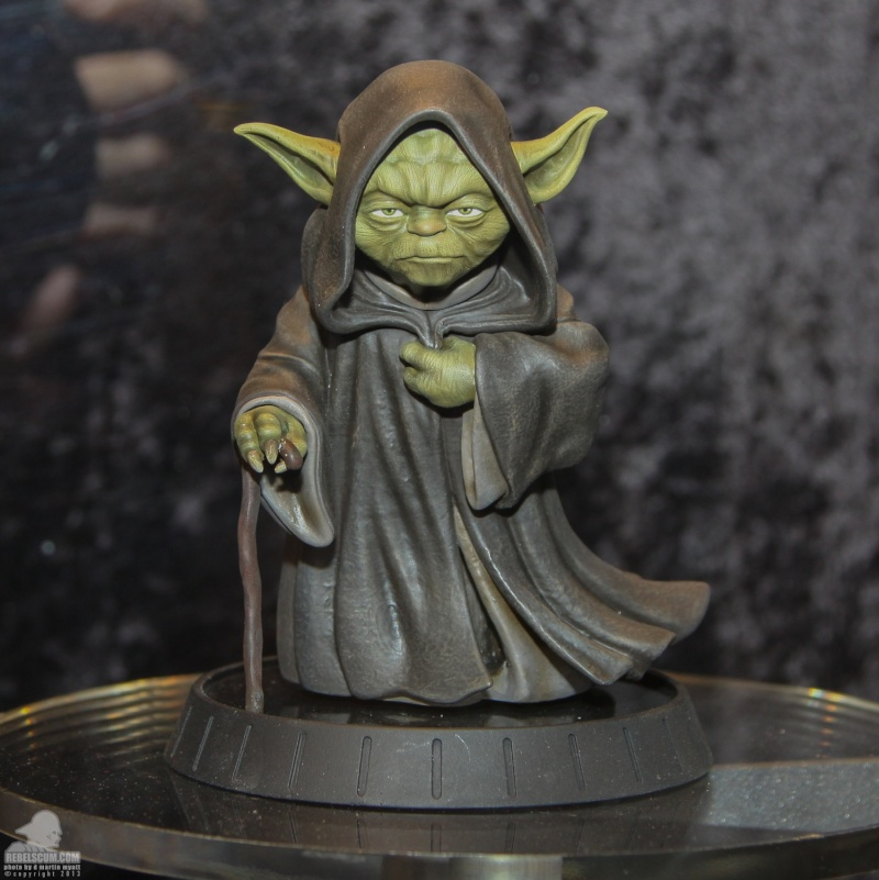 Gentle Giant - Yoda Hoth Statue Sdcc_213
