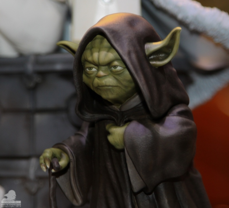Gentle Giant - Yoda Hoth Statue Sdcc_215