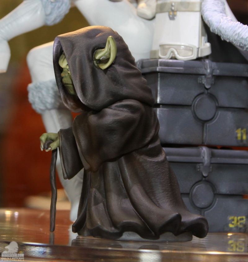 Gentle Giant - Yoda Hoth Statue Sdcc_216