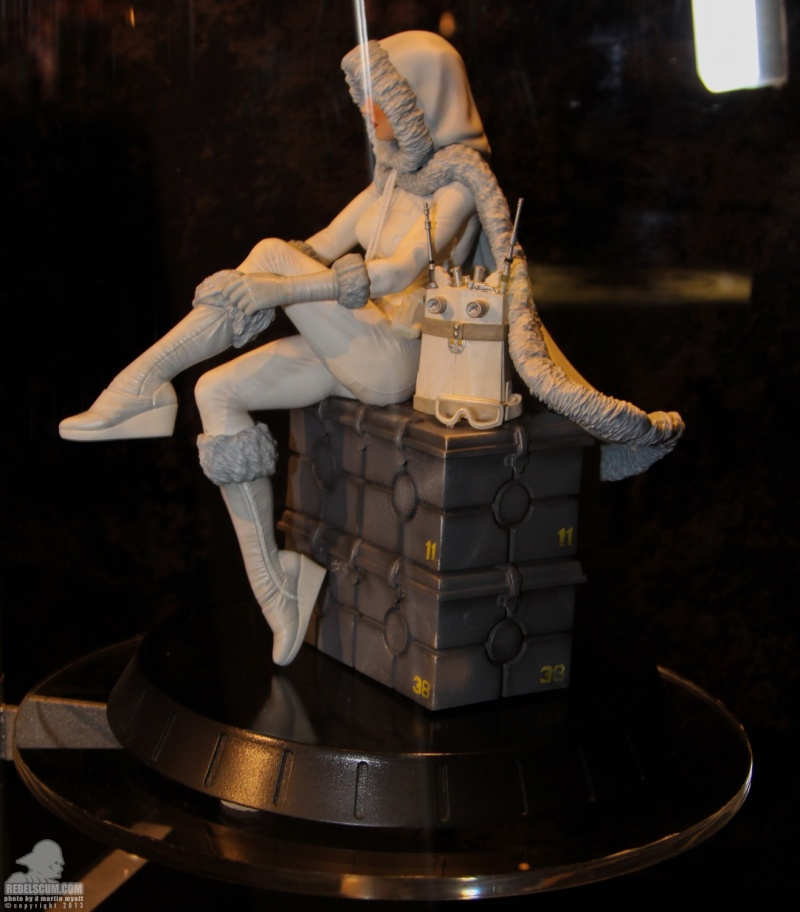 Gentle Giant - Padme Amidala Statue Sdcc_219