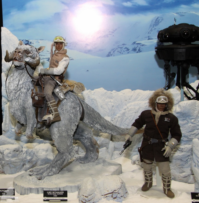 Sideshow Collectible - Luke, Han & Tauntaun Hoth Planet Sdcc_231