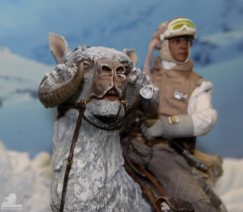 Sideshow Collectible - Luke, Han & Tauntaun Hoth Planet Sdcc_232