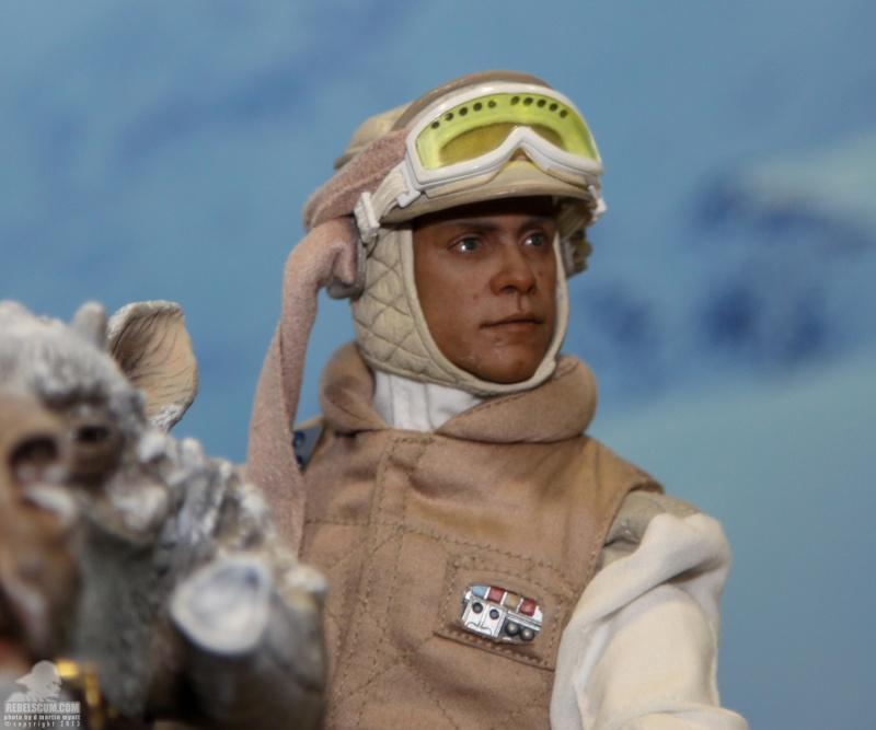 Sideshow Collectible - Luke, Han & Tauntaun Hoth Planet Sdcc_233