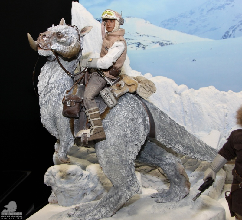 Sideshow Collectible - Luke, Han & Tauntaun Hoth Planet Sdcc_236