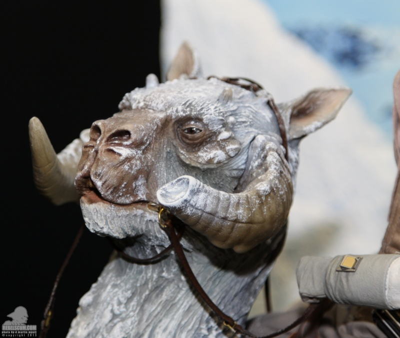 Sideshow Collectible - Luke, Han & Tauntaun Hoth Planet Sdcc_237