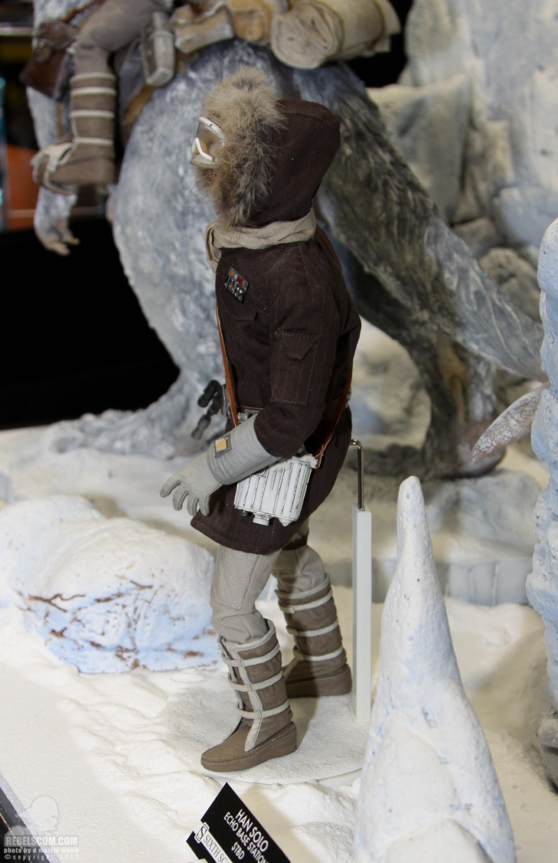 Sideshow Collectible - Luke, Han & Tauntaun Hoth Planet Sdcc_242