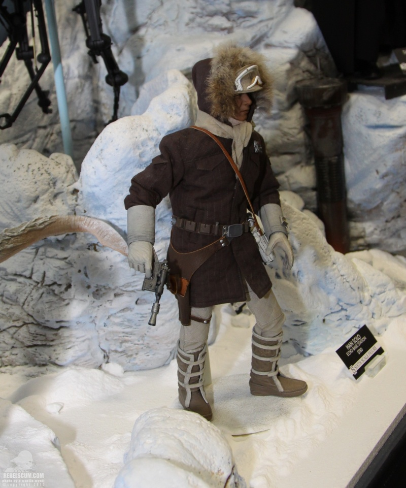 Sideshow Collectible - Luke, Han & Tauntaun Hoth Planet Sdcc_243