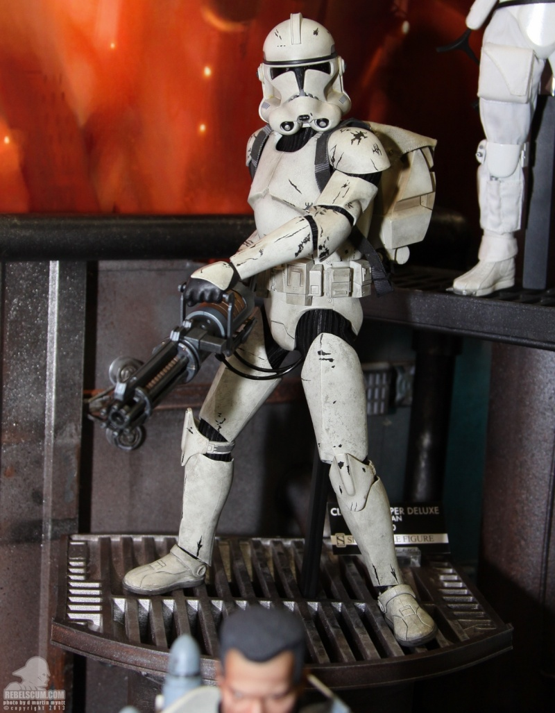 Sideshow - Clones Troopers Deluxe Sixth Scale Figure  Sdcc_248