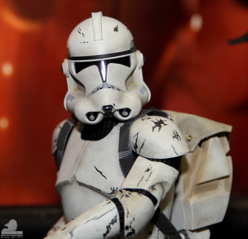 Sideshow - Clones Troopers Deluxe Sixth Scale Figure  Sdcc_249