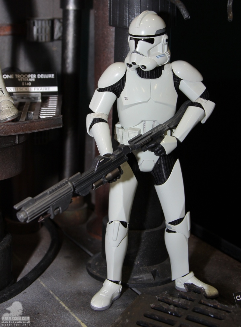 Sideshow - Clones Troopers Deluxe Sixth Scale Figure  Sdcc_251