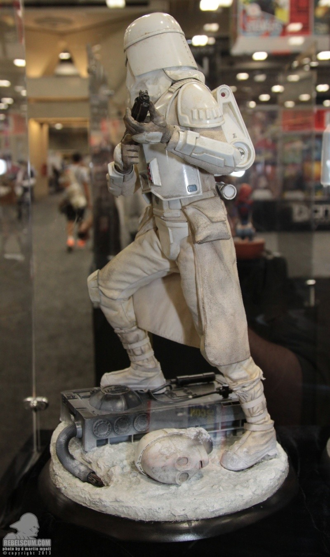 Sideshow Collectibles - Snowtrooper Premium Format Figure Sdcc_273