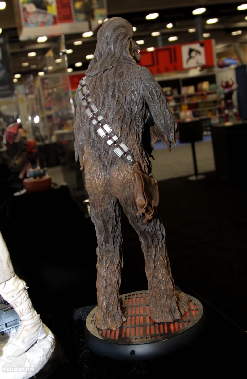 Sideshow - Chewbacca Premium Format - Page 2 Sdcc_277