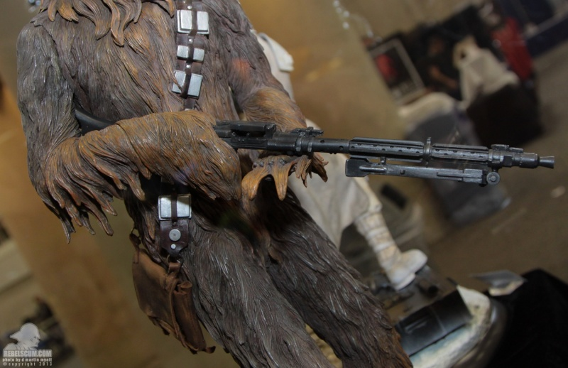 Sideshow - Chewbacca Premium Format - Page 2 Sdcc_280