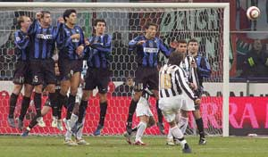 Cruz lleva al Inter a semifinales de Copa Italia 35175010