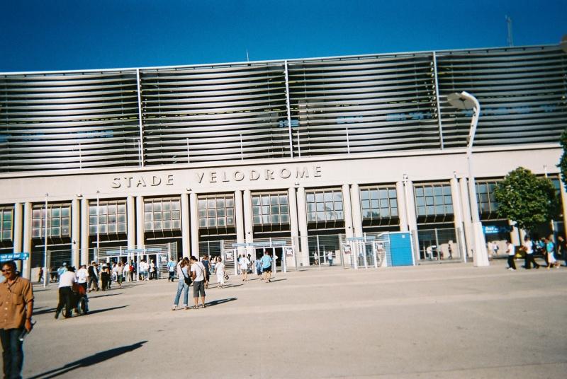 Stades vus de l'extérieur - Page 5 Devant10