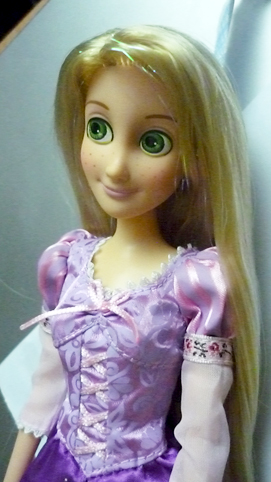[Barbie & tonner] Cassandre, Belle et Raiponce P1020514