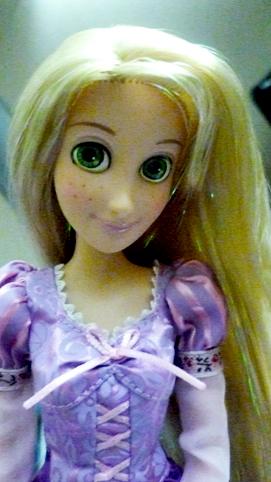 [Barbie & tonner] Cassandre, Belle et Raiponce P1020515