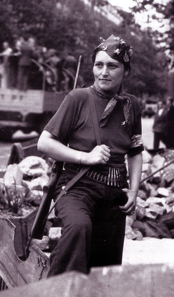 Autres photos de la libération de Paris Femme-11