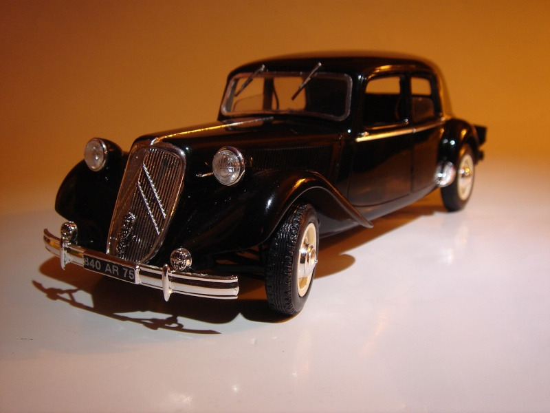 "Citroën 15six ""Traction Avant""  Heller 1/24 Dsc04418"