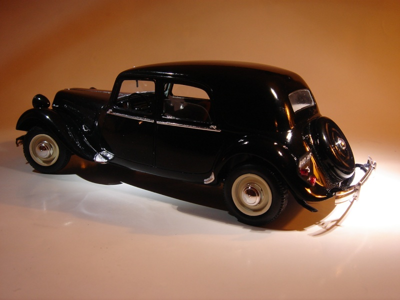 "Citroën 15six ""Traction Avant""  Heller 1/24 Dsc04419"