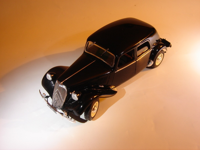 "Citroën 15six ""Traction Avant""  Heller 1/24 Dsc04420"