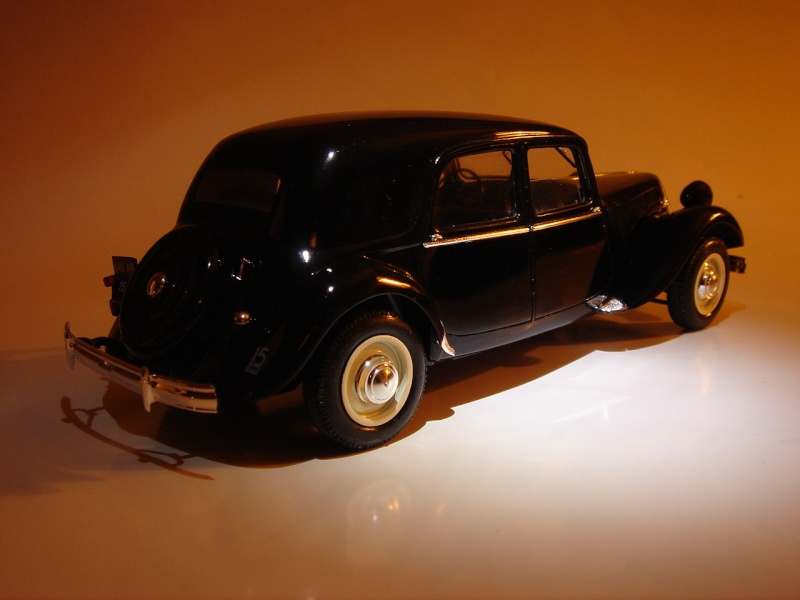 "Citroën 15six ""Traction Avant""  Heller 1/24 Dsc04421"