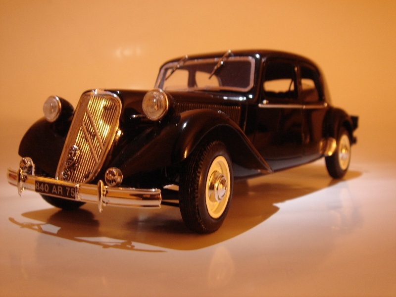"Citroën 15six ""Traction Avant""  Heller 1/24 Dsc04513"