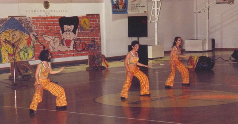 M.J da calcinha amarela Calcas11