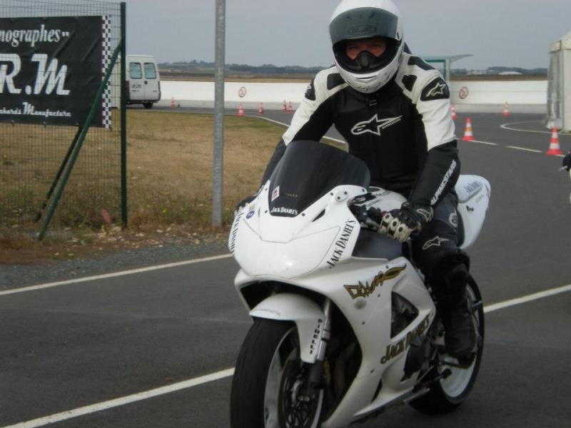 Mon 929 en Blanc pour la piste - Page 2 25247410