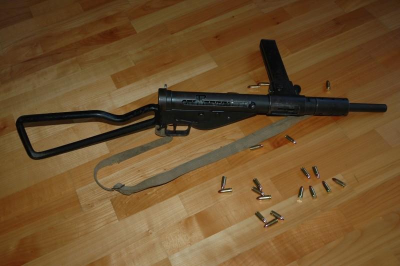 Pistolets-mitrailleurs : on n'en parle pas beaucoup ! - Page 5 Sten10