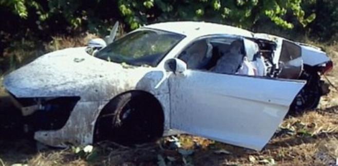 Une Audi R8 épavée... Anders10