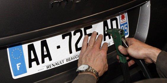 Bug sur les nouvelles plaques françaises... Divers10