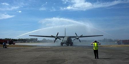 Le Transall n°18 qui avait participé au largage de parachutistes du 2e REP et du 13e RDP en 1978, sur Kolwezi rejoind le musée de l'air du Bourget Arrive10