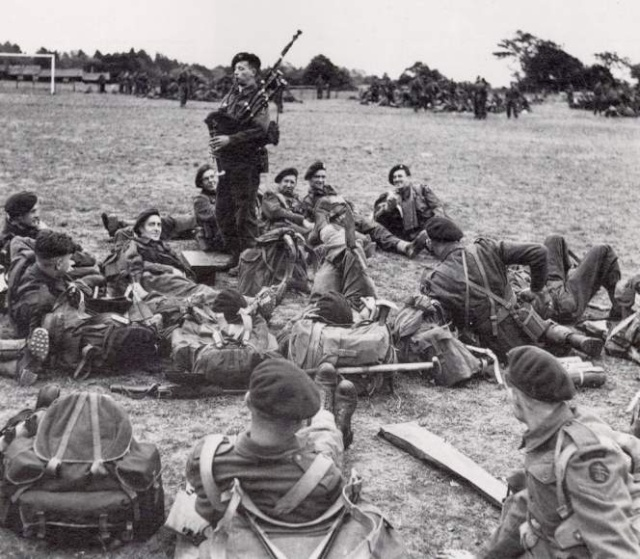 Disparition de Bill Millin, le sonneur de cornemuse du D-Day.. Pic_bi10