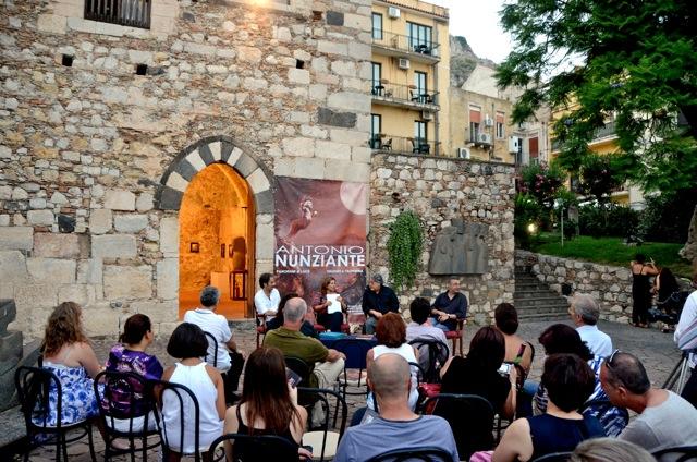"""""""Viaggio a Taormina"""" di Antonio Nunziante 4-30 Agosto 2012 Fondazione Mazzullo 00310"""