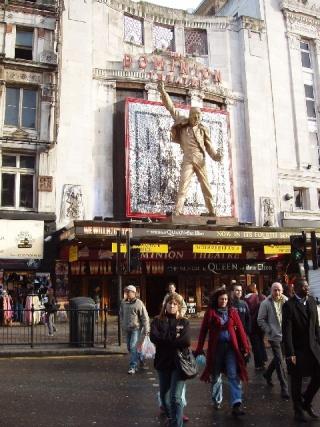 Le Dominion Theatre à Londres vous connaissait ? Queen_13